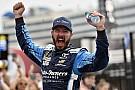 NASCAR Cup Truex mostra força e vence em Charlotte na prorrogação