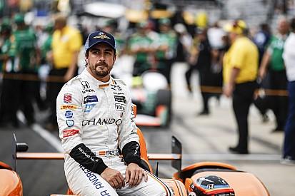 IndyCar 'Alonso gana, a su manera, las 500 Millas', por Nira Juanco