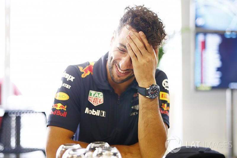 Óriási: Ricciardo Bakuban énekel