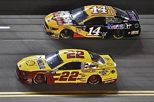 Duel 2 in Daytona: Joey Logano fängt Clint Bowyer ab