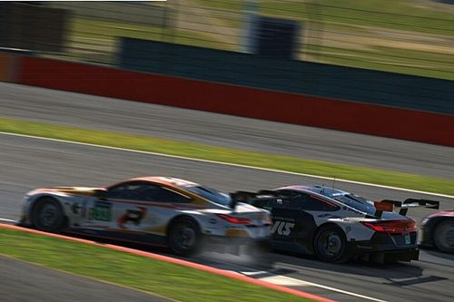 Verstappen na incidenten net binnen top-tien in BMW SIM GT Cup