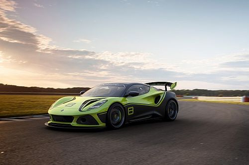 Lotus produces new Emira GT4 racer