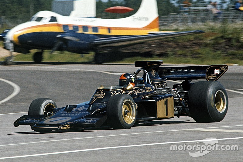 GALERI: Deretan mobil F1 berwarna hitam-emas