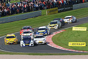 Видео: квалификацию BTCC остановили из-за аварии 12 машин