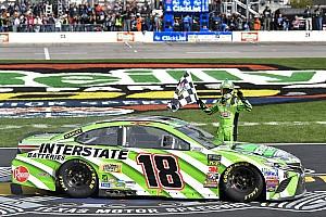 NASCAR Sprint Cup Crónica de Carrera Kyle Busch supera a Harvick para su primera victoria de 2018