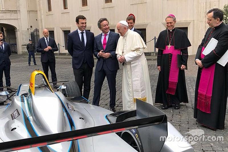 Формула E приехала в гости к Папе Римскому