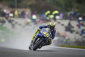 MotoGP, Valencia, Libere 3: Petrucci al top, Valentino cade e rimane fuori dalla Q2