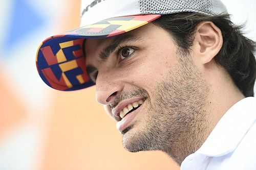 """How Sainz's """"Smooth Operator"""" running joke came about"""
