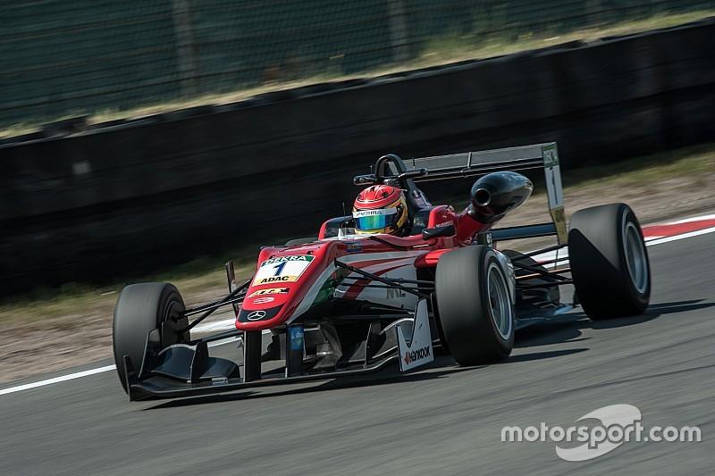 Стролл выиграл первую гонку на Нюрбургринге