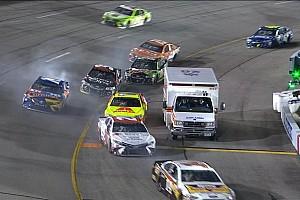 NASCAR Cup News Kurioser Zwischenfall bei NASCAR: Krankenwagen in der Boxeneinfahrt