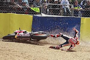 MotoGP Breaking news GALERI: Marc Marquez terjatuh lagi di Le Mans