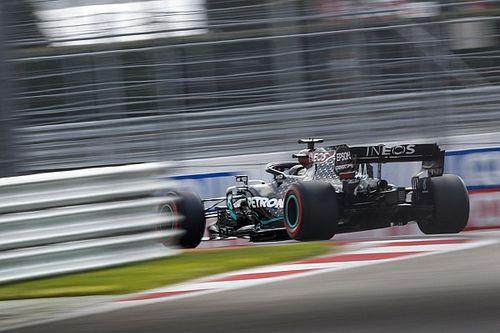 Hamilton se supera e bate Verstappen para fazer a pole do GP da Rússia