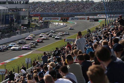 """Chaos bij DTM-start in Assen: """"Zijn aan massale crash ontsnapt"""""""