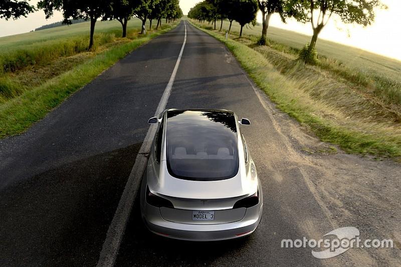 Tesla vernieuwt Autopilot en maakt radar zes keer nauwkeuriger