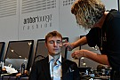Формула 1 Гонщики Ф1 приняли участие в модном показе: фото