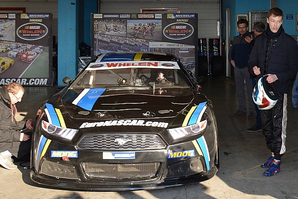 Daniil Kwjat testet NASCAR-Euro-Fahrzeug in Italien
