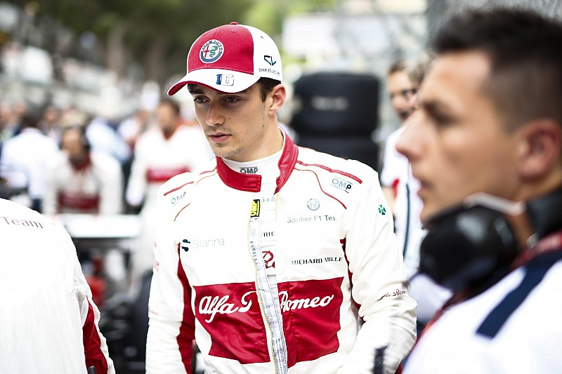 Leclerc, şampiyonların övgülerini