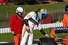 Fotogallery: Alonso fermo in pista per l'ennesimo guasto sulla McLaren