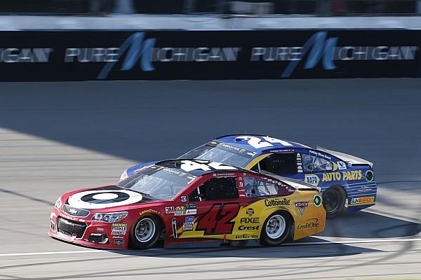 NASCAR Cup NASCAR Michigan: Kyle Larson hält Chase Elliott auf Distanz