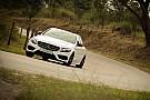 Automotivo Primeiras impressões Mercedes-Benz C300 Sport - Terno com tênis