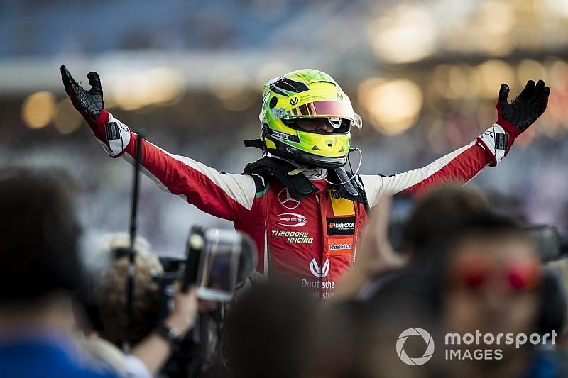 "Hamilton: ""Schumacher haalt 100 procent zeker de Formule 1"""