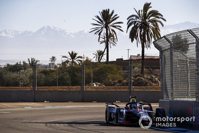 Marrakesh E-Prix: Bird snatches pole from Vergne