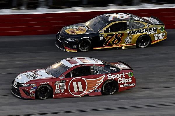 NASCAR in Darlington: Denny Hamlin zwingt Martin Truex Jr. in die Knie