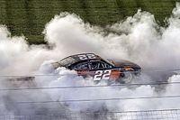 Гонщики NASCAR устроили драку после финиша
