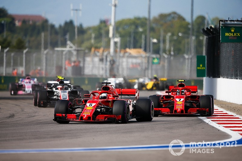 Leclerc, amiatt érkezik, mert a Ferrari csalódott volna Vettelben?