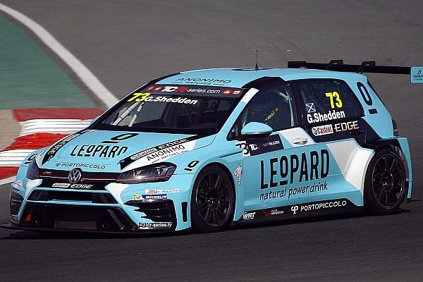 Gordon Shedden conquista la pole a Dubai nella tripletta Volkswagen