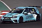 TCR Gordon Shedden conquista la pole a Dubai nella tripletta Volkswagen