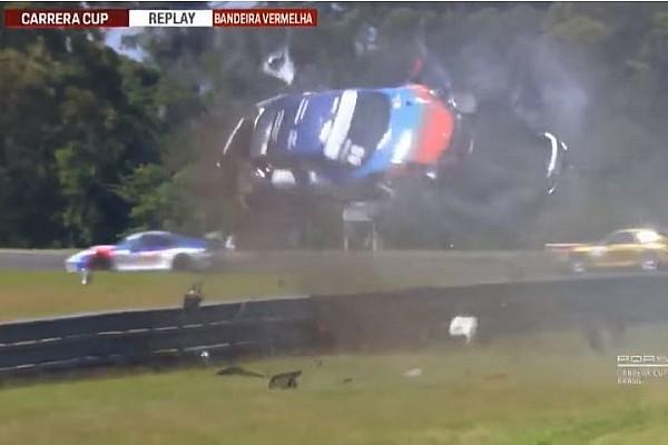 Porsche Últimas notícias VÍDEO: Carro capota dez vezes e voa por cima do guard rail