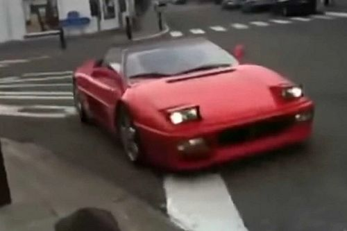Videó: Roppant komikus módon sikerült összetörni egy Ferrari 348-at Belgiumban