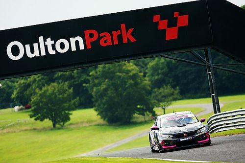 Honda drivers Proctor and Shedden head Oulton BTCC test