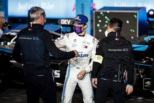 """Mercedes: De Vries """"lucky"""" to win in Riyadh after safety car"""