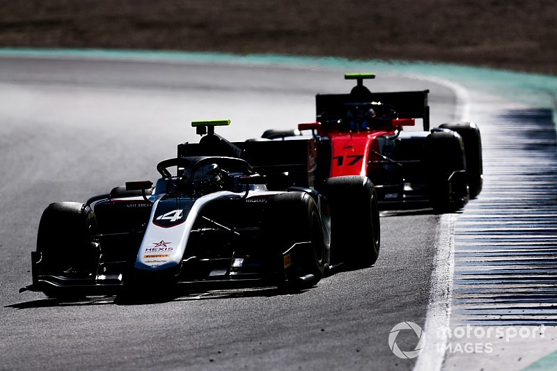De Vries sweeps first day of F2 testing