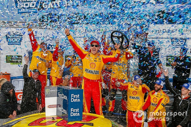 Joey Logano knocks Truex out of way to win at Martinsville