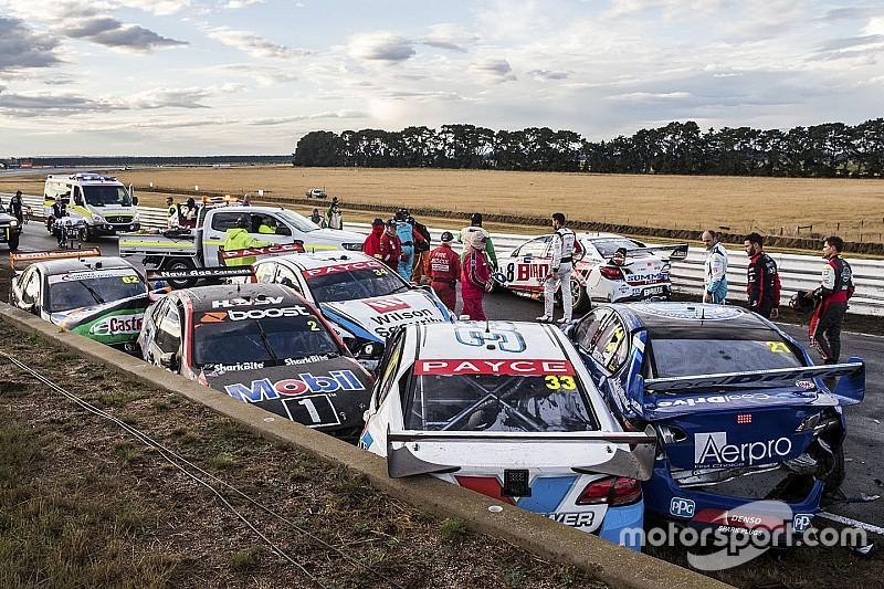 Massive shunt halts Supercars race in Tasmania