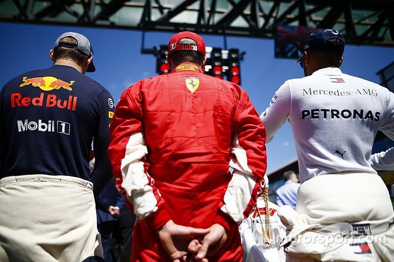 Hamilton rifiuta le scuse di Raikkonen: Lewis scansa Kimi per ben due volte!