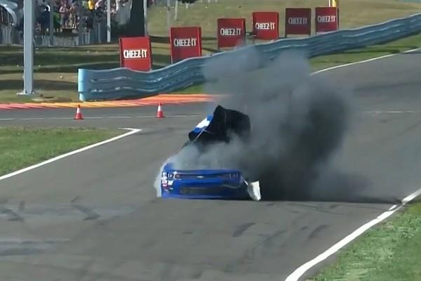 NASCAR вилучив машину Коупа після дивного вибуху – відео