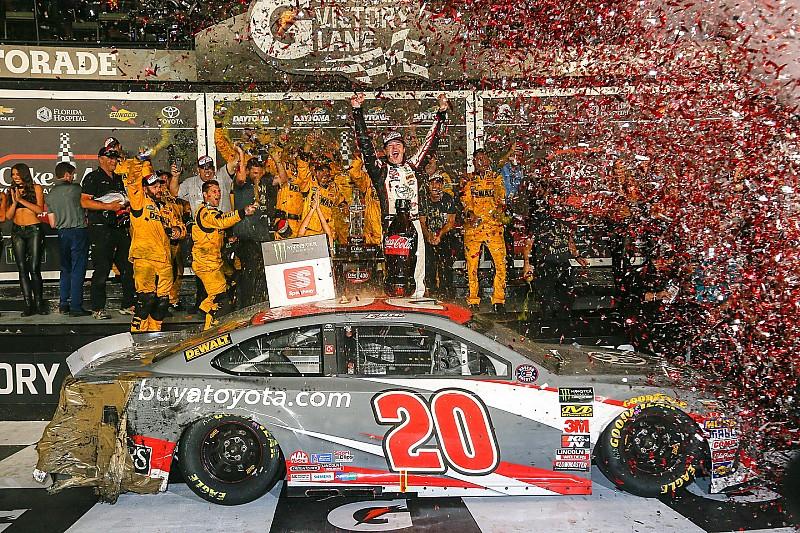 Erik Jones gewinnt NASCAR-Crashfest in Daytona