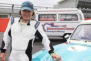 Vintage Noticias GALERÍA: Brian Johnson vocalista de AC / DC chocó un coche clásico
