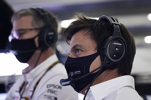F1 - Wolff não se importaria com derrota para Red Bull, pois Mercedes 'não deve nada'