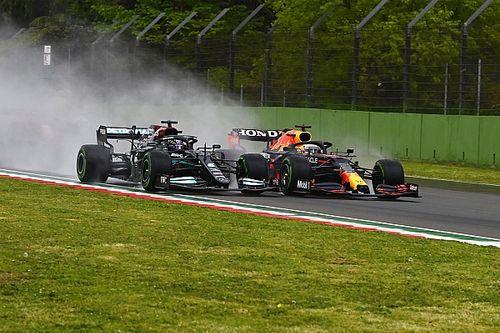 Ферстаппен выиграл в Имоле после дождя, красных флагов и аварий гонщиков Mercedes