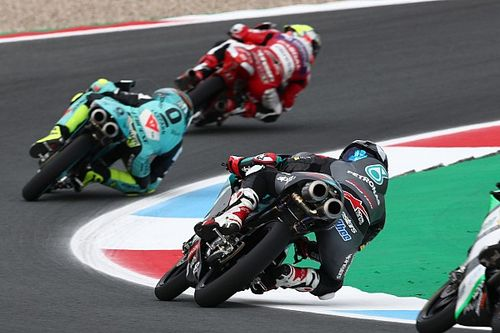 Moto3, Assen, Libere 3: turno folle con cadute e penalità