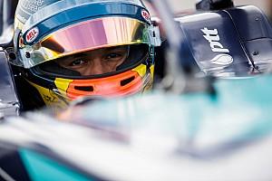 Toro Rosso ide vagy oda: Albon szerepel az FE-s nevezési listán