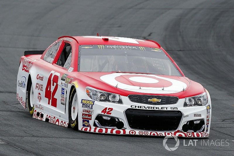 Kyle Larson comes from the rear to battle for NHMS win