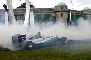 Винтаж Новость Видео: Боттас стер до каркаса шины на Mercedes 2014 года