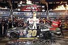 NASCAR XFINITY Erik Jones completa la barrida en Texas