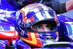 Sainz no ve como algo negativo el control de Red Bull sobre su carrera